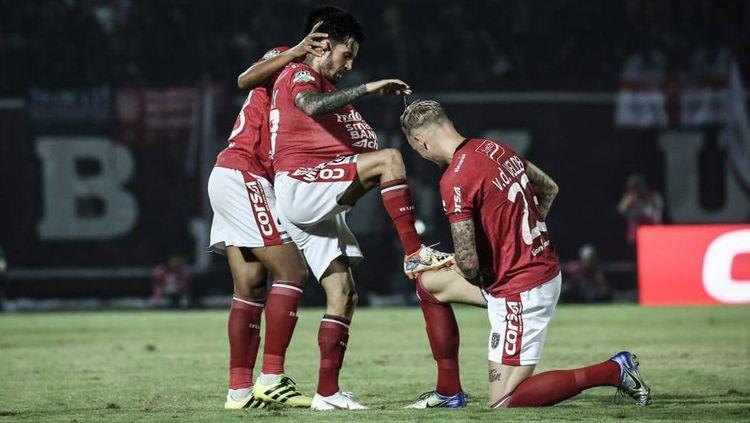 Stefano Lilipaly merayakan gol yang dicetaknya ke gawang PSM Makassar. Copyright: © baliunited/Twitter