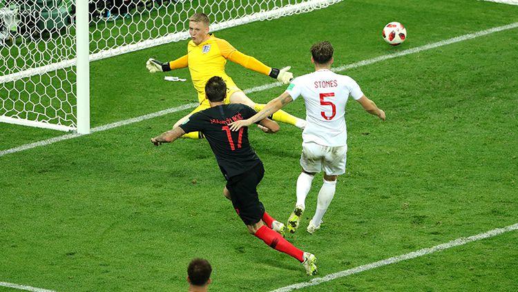 Mario Mandzukic mencetak gol kedua yang membuat Kroasia unggul atas Inggris. Copyright: © INDOSPORT
