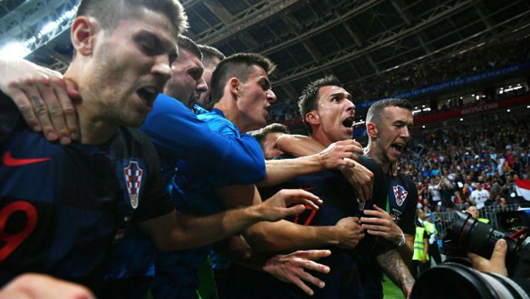 Selebrasi pemain Kroasia saat cetak gol ke gawang Inggris. Copyright: © INDOSPORT