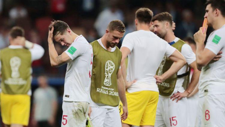 Timnas Inggris tertunduk lesu usai dikalahkan Kroasia di semifinal Piala Dunia 2018. Copyright: © Indosport.com
