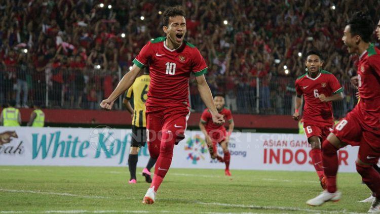 Aksi selebrasi Egy Maulana Vikri usai mencetak gol. Copyright: © Fitra Herdian/Indosport