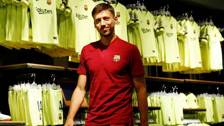 Barcelona resmi mendapatkan jasa bek asal Prancis, Clement Lenglet. Los Cules menebus Lenglet dari Sevilla dengan nilai transfer yang mencapai 35,9 juta euro (Rp 602 miliar). Copyright: © INDOSPORT