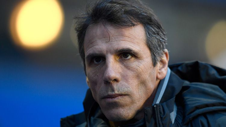 Legenda Chelsea, Gianfranco Zola meminta para pemain muda The Blues tak manja. Copyright: © Getty Images