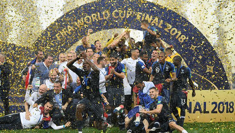 Salah seorang anggota skuat timnas Prancis yang menjuarai Piala Dunia 2018 diketahui menjual medali emasnya yang laku 71.875 dolar (Rp1 miliar). Copyright: © Getty Images
