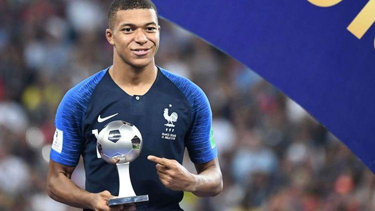 Kylian Mbappe untuk meraih penghargaan Pemain Muda Terbaik di Piala Dunia 2018. Copyright: © Getty Images
