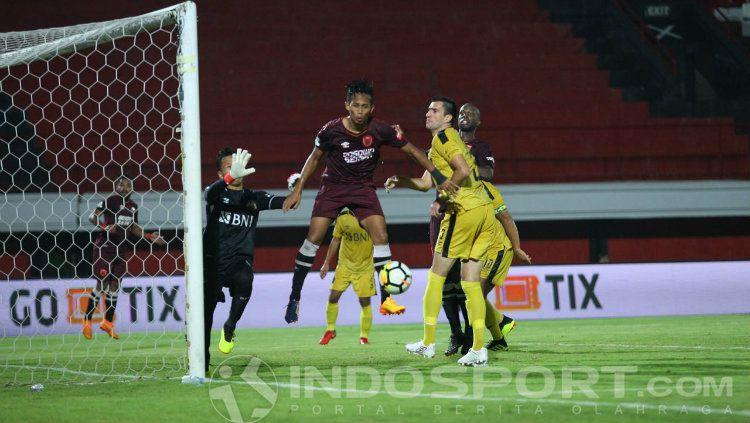 Gol M Rahmat saat PSM Makassar melawan Bhayangkara FC. Copyright: © Wira Wahyu Utama/INDOSPORT