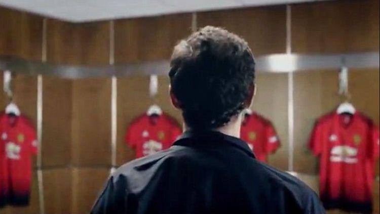 Jersey kandang terbaru Man United buatan Adidas bocor. Copyright: © Twitter/@ManUtdUpdatez
