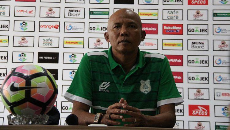 Suharto AD saat masih menjabat sebagai Asisten Pelatih klub Liga 2 PSMS Medan. Copyright: © Fitra Herdian/INDOSPORT