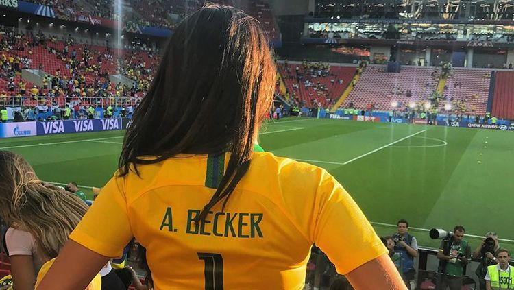 Istri dari Alisson Becker kiper anyar Liverpool. Natalia Becker. Copyright: © nataliabecker/Instagram