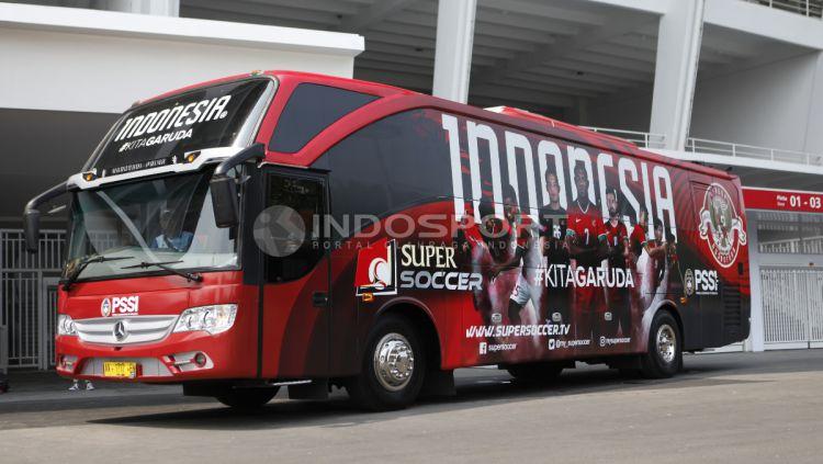 Wajah baru Bus Timnas Indonesia, hasil kerja sama dengan Supersoccer. Copyright: © Herry Ibrahim/Indosport.com