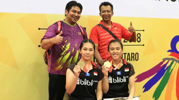 Febriana Dwipuji Kusuma/Ribka Sugiarto berfoto bersama usai menjuarai Kejuaraan Asia Junior 2018. Copyright: © Humas PBSI