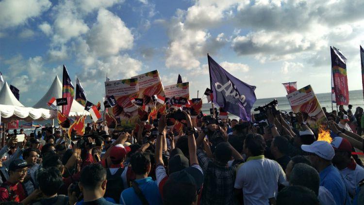 5000 orang mengangakat es obor untuk memeriahkan dan mendukung Asian Games 2018 berjalan dengan sukses. Copyright: © Aice