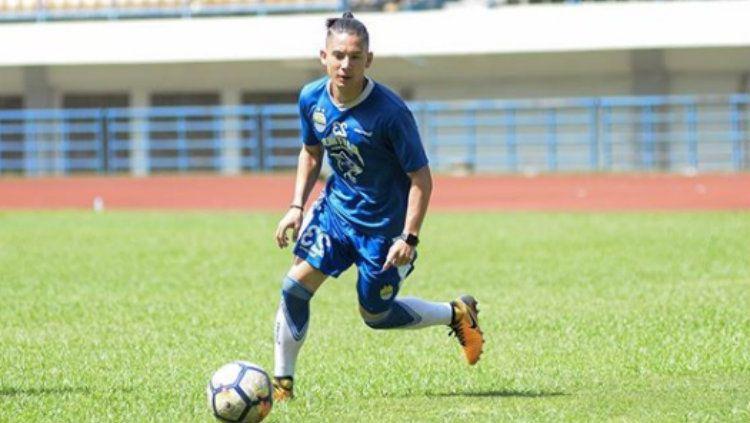 Bintang Persib Bandung Kim Kurniawan tengah berlatih. Copyright: © Instagram/@kimkurniawan