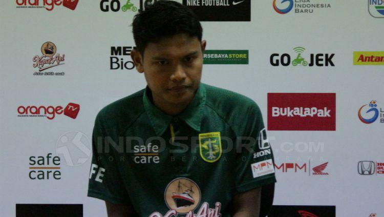 Pemain sayap Persebaya Surabaya, Fandi Eko Utomo, saat konferensi pers usai pertandingan Liga 1. Copyright: © Fitra Herdian/INDOSPORT