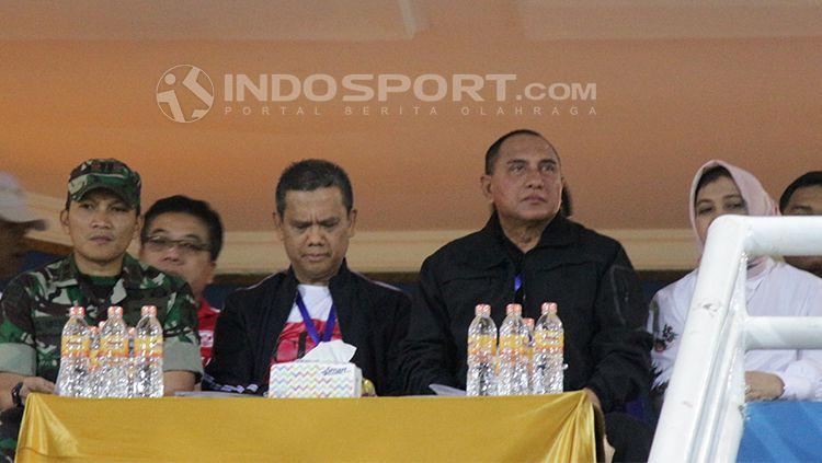 Ketua PSSI Edy Rahmayadi (kedua dari kanan) saat menyaksikan laga Piala AFF U-16 Timnas Indonesia Indonesia U-16 melawan Filipina U-16. Copyright: © Fitra Herdian/INDOSPORT