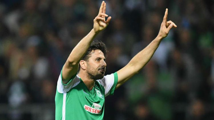 Pemain Werder Bremen, Claudio Pizarro Copyright: © Four Four Two