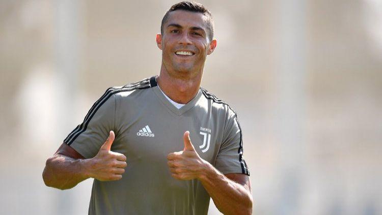 Cristiano Ronaldo Saat Melakukan Latihan Perdana dengan Juventus Copyright: © UEFA