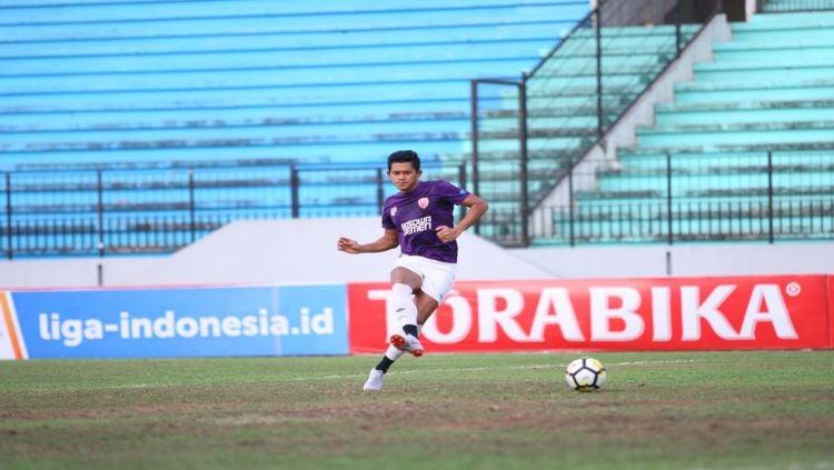 Rizky Pellu sempat terlihat meluapkan emosi ke arah suporter pasca PSM Makassar dikalahkan PSIS Semarang. Copyright: © Media PSM Makassar