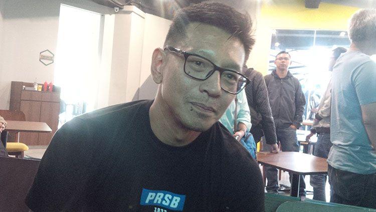 Direktur PT Persib Bandung Bermartabat (PBB), Teddy Tjahyono, memberikan komentar mengenai kabar yang menyebutkan kompetisi Liga 1 2020 akan digelar awal 2021. Copyright: © Arif Rahman/INDOSPORT