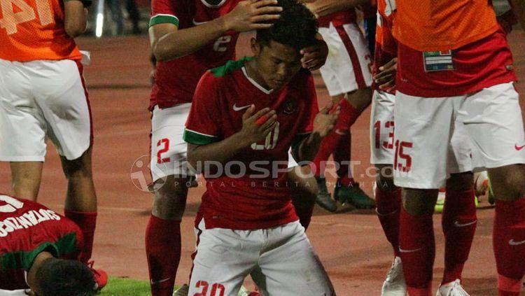 Aksi selebrasi Bagus Kahfi dan rekannya saat Timnas Indonesia U-16 mengalahkan Malaysia di semifinal Piala AFF U-16 2018. Copyright: © Fitra Herdian/Indosport