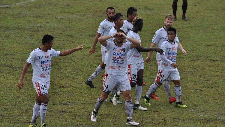 Selebrasi gol Ilija spasojevic ke gawang Perseru Serui (10/08/18). Copyright: © Bali United
