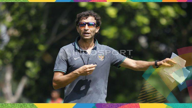 Pelatih Timnas Indonesia U-23, Luis Milla. Copyright: © Herry Ibrahim/INDOSPORT