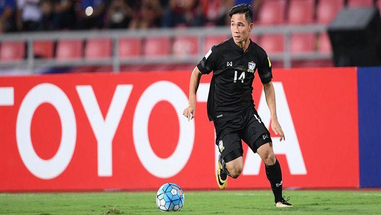 Supachok Sarachat mendapat pujian dari Akira Nishino pasca kemenangan 3-0 Thailand atas Timnas Indonesia. Copyright: © bolasport