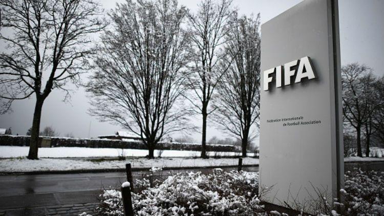 FIFA mengimbau asosiasi sepak bola untuk menggunakan 'akal sehat' sebelum menghukum para pemain yang menunjukkan aksi protes atas kematian George Floyd. Copyright: © Getty Images