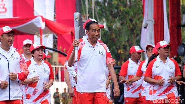Jokowi bawa api obor Asian Games 2018. Copyright: © Andhika P/detikcom