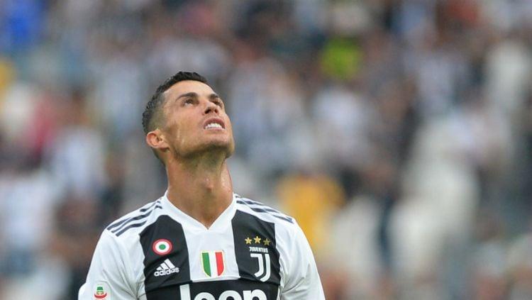 Cristiano Ronaldo saat melewatkan peluang emas mencetak gol pertamanya untuk Juventus. Copyright: © rt.com