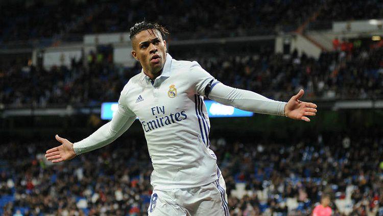 Bintang Real Madrid, Mariano Diaz, kabarnya tengah menjadi incaran banyak klub Eropa. Copyright: © fourfourtwo