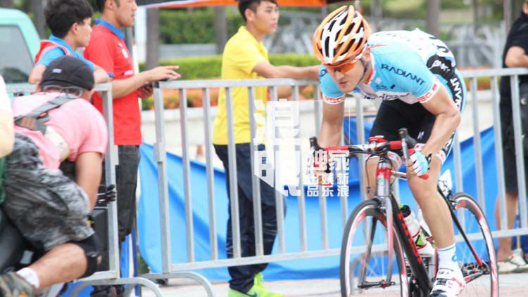Siwon sedang dalam turnamen balap sepeda Copyright: © Soompi