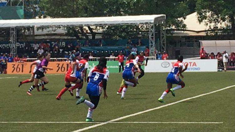 Timnas Putri Rugby Seven Indonesia saat dibantai Jepang 0-65 Copyright: © Antara