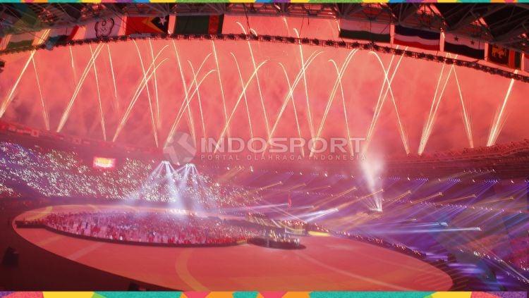 Kembang api warna Stadion Utama Gelora Bung Karno di penutupan Asian Games 2018. Copyright: © Herry Ibrahim/INDOSPORT