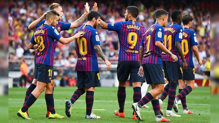 Para pemain Barcelona merayakan gol ke gawang Huesca di La Liga Spanyol. Copyright: © Getty Images