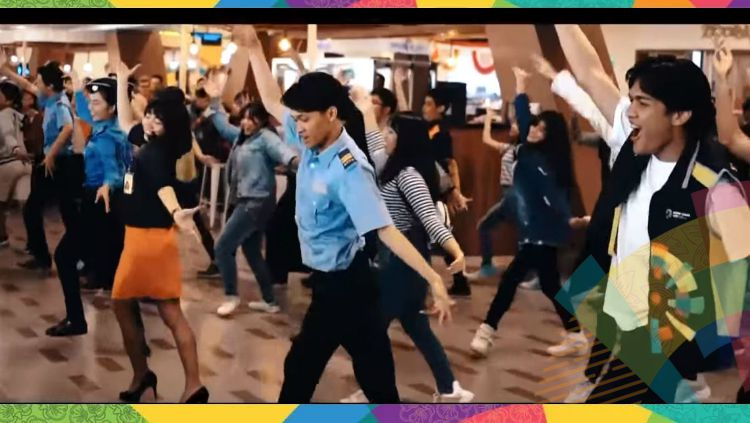 Flash mob Asian Games 2018 di Bandara Husein Sasatranegara. Copyright: © Youtube/Don Bruri