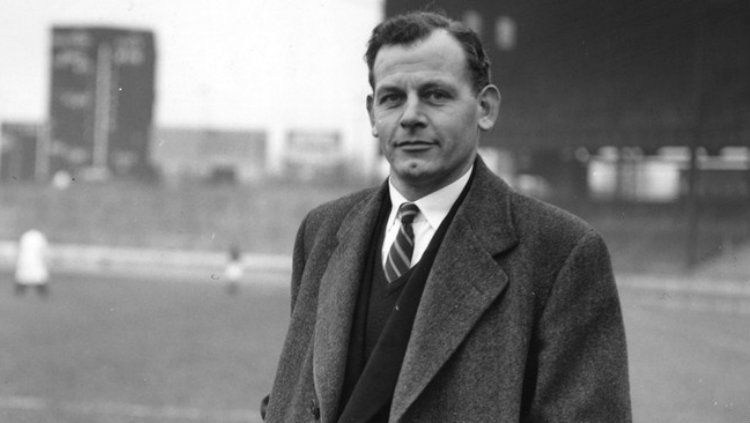 Bapak Sepak bola modern Inggris, Walter Winterbottom . Copyright: © FIFA