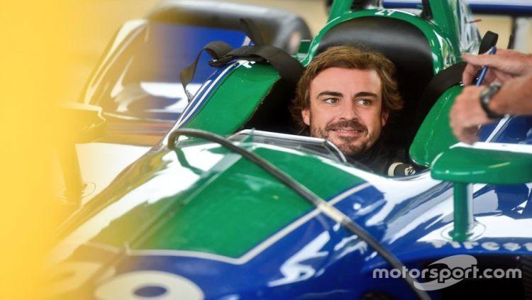 Mantan pembalap Formula 1, Fernando Alonso, mulai mencoba olahraga IndyCar setelah menyelesaikan karirnya sebagai pembalap rally Dakar. Copyright: © Motorsport