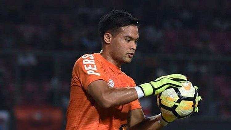 Andritany melakukan pemanasan jelang laga Persija vs Selangor FA Copyright: © Twitter @Persija_Jkt