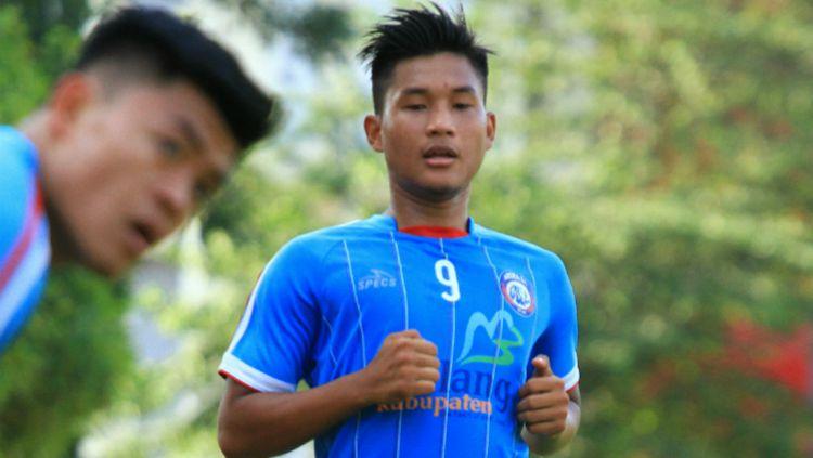 Striker muda Arema FC, Ahmad Nur Hardianto saat menjalani latihan. Copyright: © Ian Setiawan/INDOSPORT