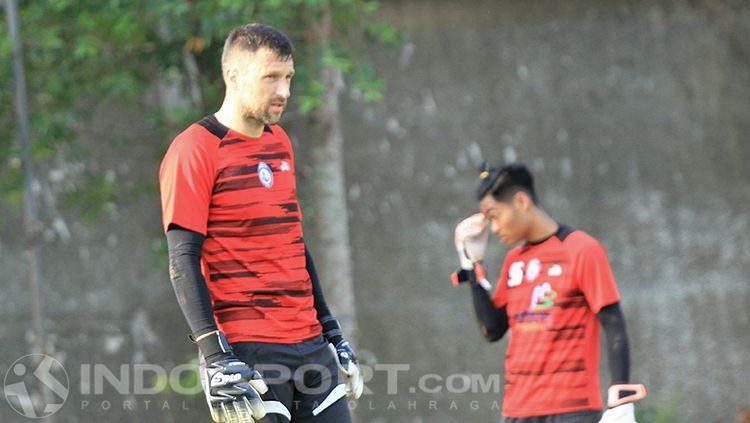 Srdjan Ostojic, kiper Arema FC Copyright: © INDOSPORT/Ian Setiawan