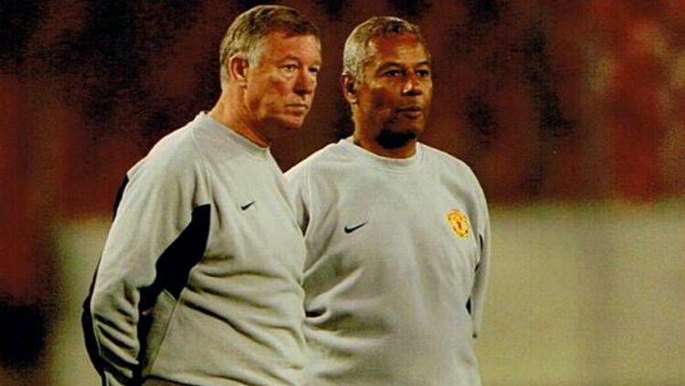 Sir Alex Ferguson dan Francisco Filho saat keduanya melatih Manchester United. Copyright: © Getty Images
