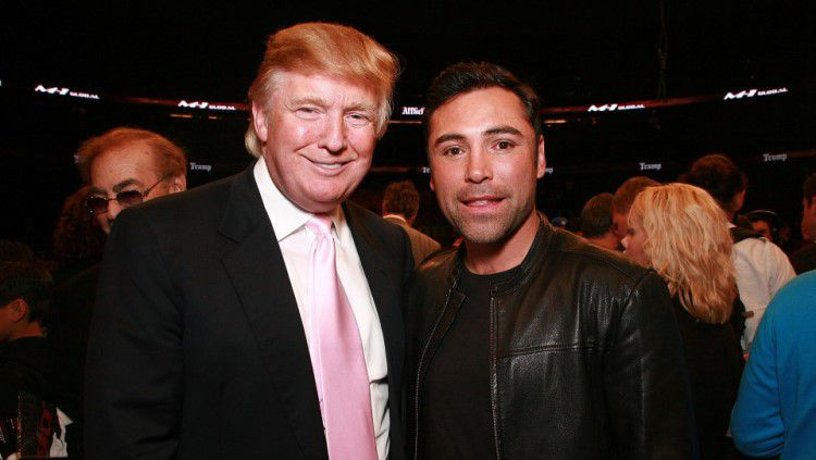 Petinu asal Amerika Serikat, Oscar De La Hoya berpose bersama Donald Trump Copyright: © Getty Images
