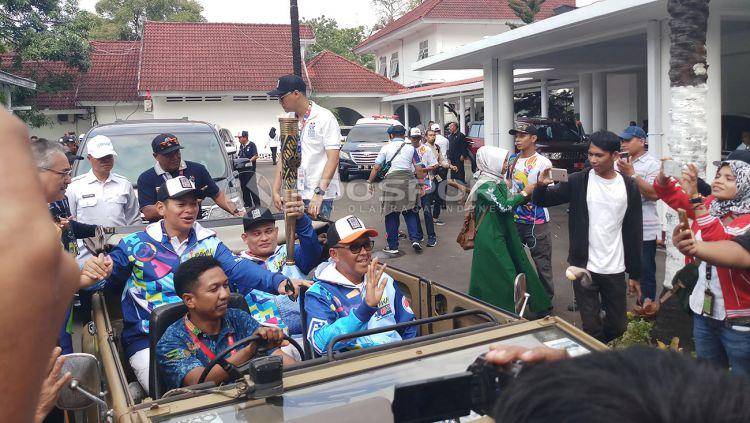 Puluhan ribu orang turut meramaikan pawai obor Asian Paragames 2018 di Kota Makassar. Copyright: © Wira Wahyu Utama/Indosport.com