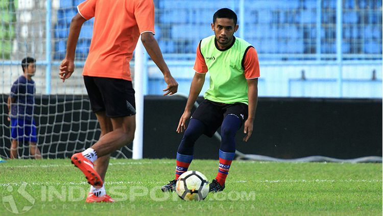Agil Munawar saat latihan bersama skuat Arema FC Copyright: © Ian Setiawan/INDOSPORT