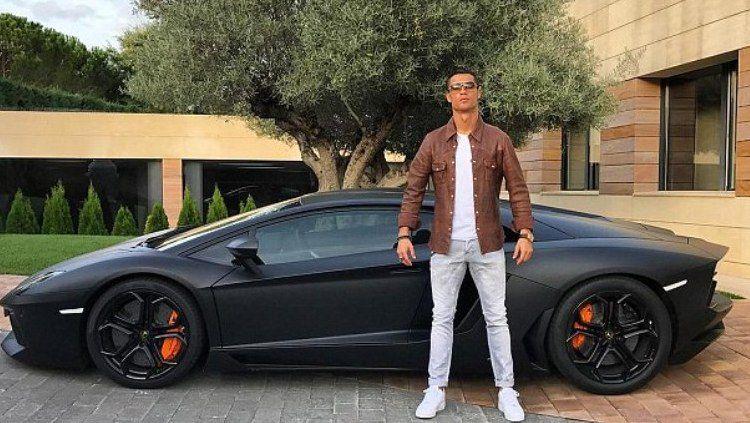 Mobil Lamborghini Milik Cristiano Ronaldo Copyright: © Daily Mail