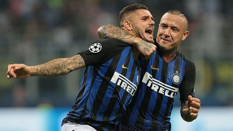 Pemain Inter Milan berdarah Indonesia, Radja Nainggolan (kanan) selangkah lagi kembali ke pangkuan Cagliari. Copyright: © Getty Images