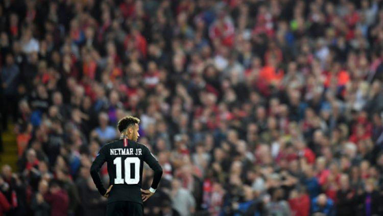 Neymar saat bermain di Anfield. Copyright: © Getty Images