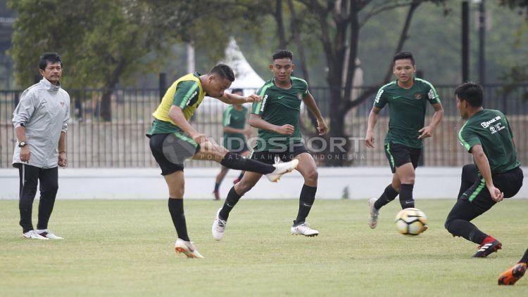 Situasi latihan pemain Timnas Indonesia U-19. Copyright: © Herry Ibrahim/INDOSPORT