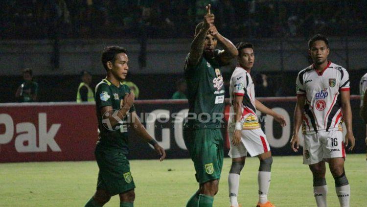 Selebrasi gol kedua david da silva lewat tendangan pinalti. Copyright: © Fitra Herdian/Indosport.com
